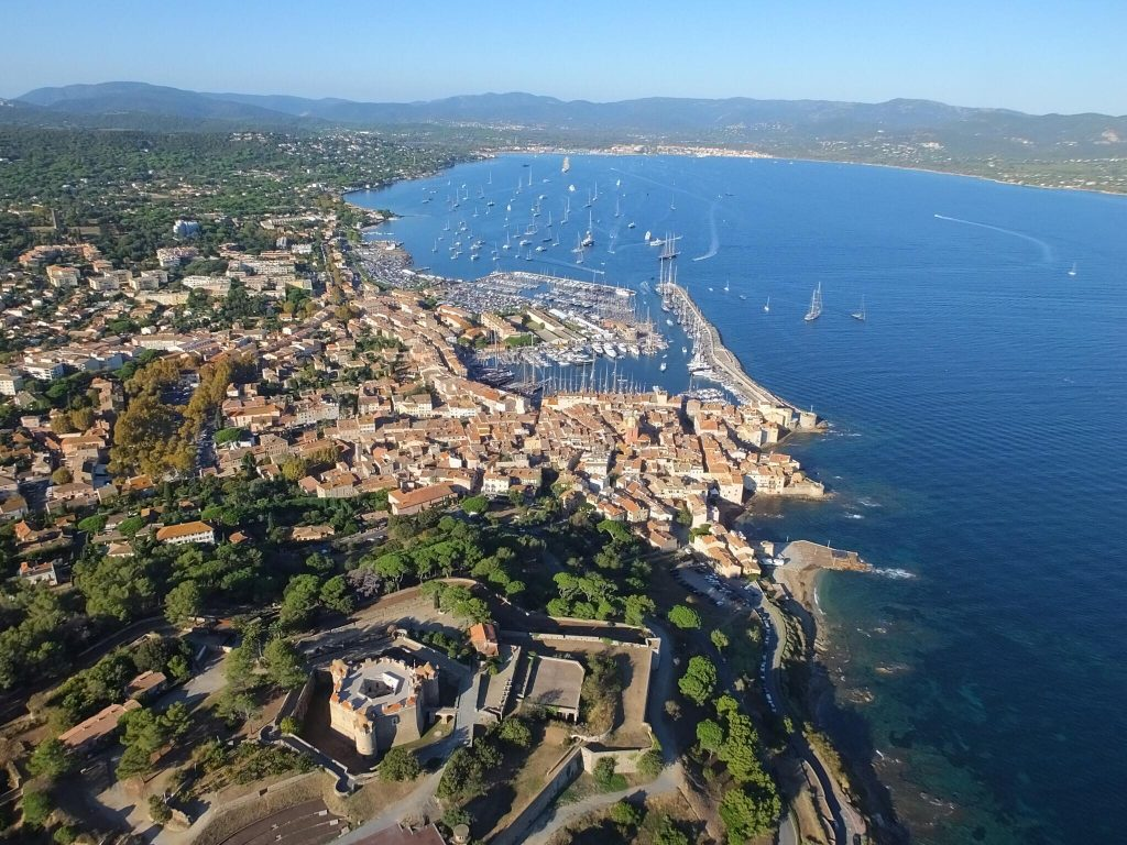 La Baie de Saint Tropez et Port Grimaud vu de la citadelle de St Tropez
