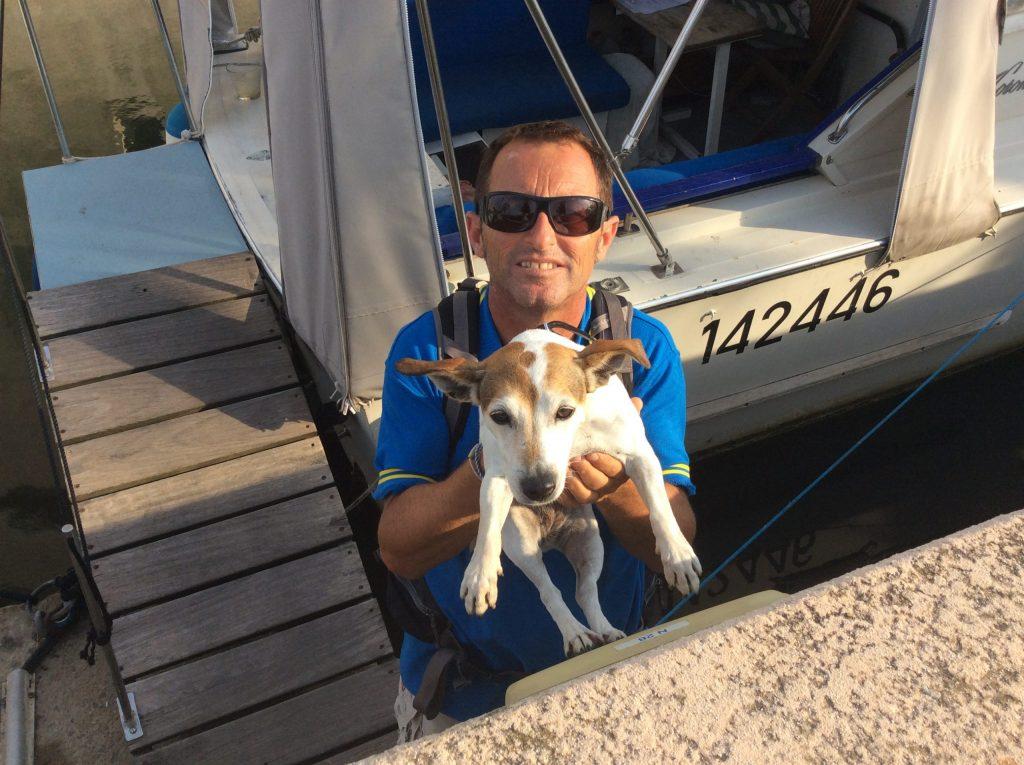 Hervé de PrestaMarine au bateau Accueil à Port Grimaud